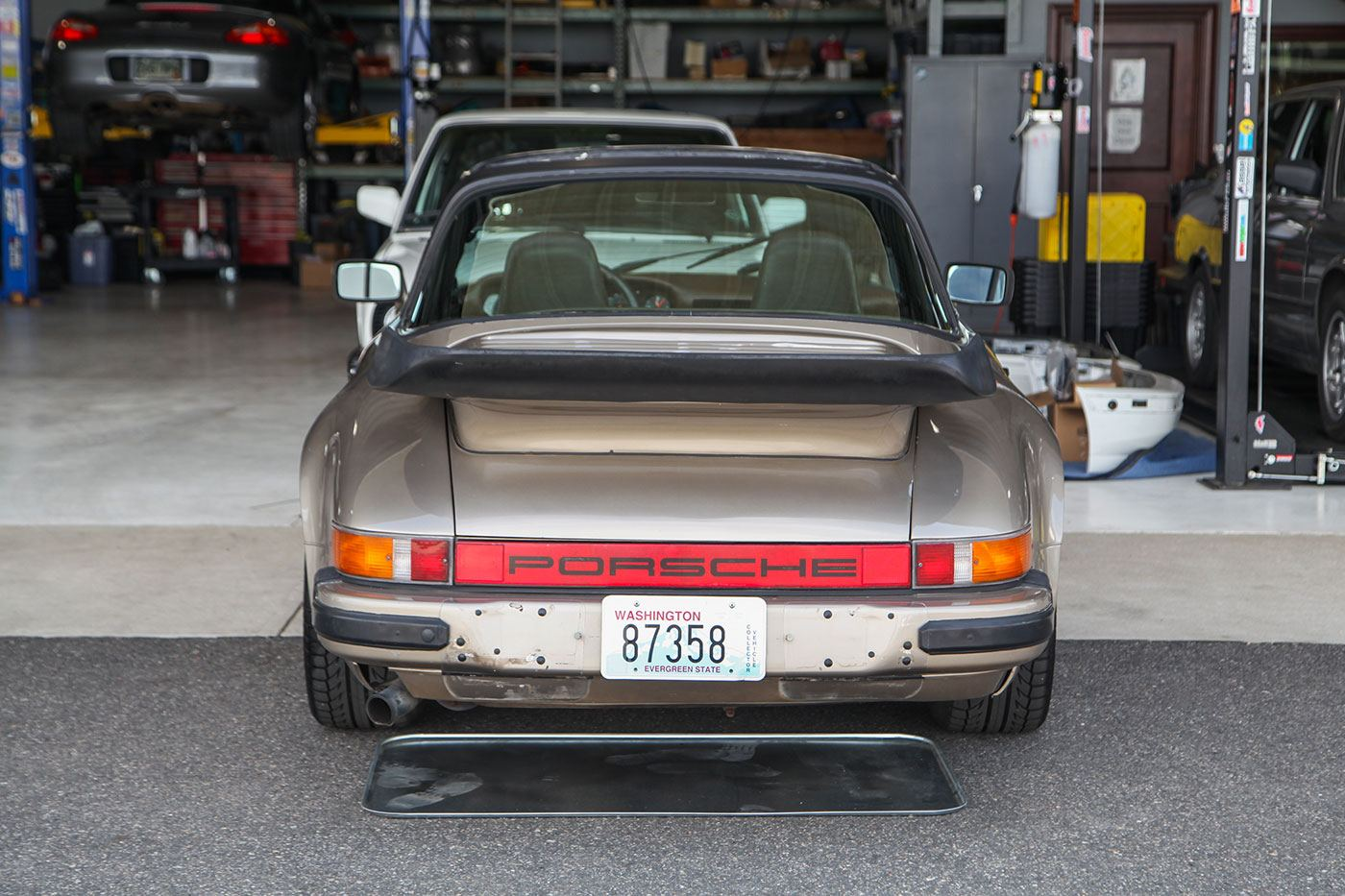 1982 Porsche 911SC Targa exterior photo