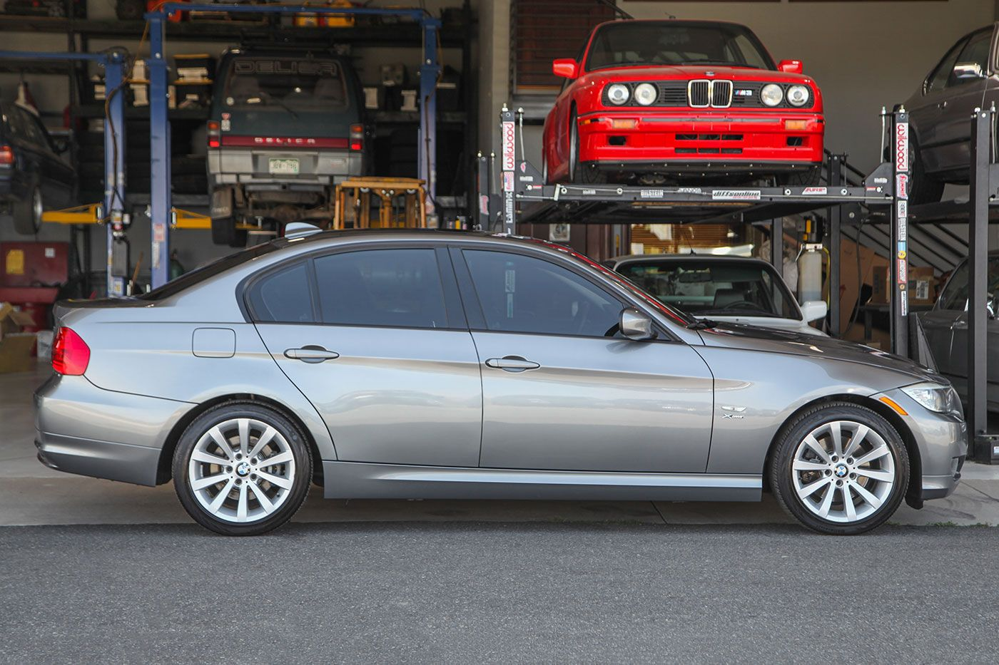 2011 BMW 328Xi exterior photo